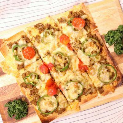 パリパリ!春巻きの皮で簡単ミートピザ