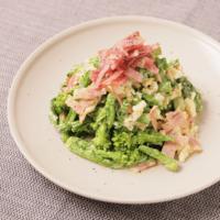 カリカリベーコンで菜の花と卵の贅沢サラダ