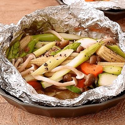 鶏もも肉と彩り野菜のジューシーホイル焼き