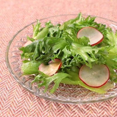 フリルレタスとラディッシュのレモン風味サラダ
