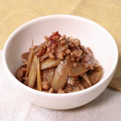 ご飯にも合う!ごぼうとひき肉のピリ辛炒め