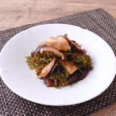 鶏もも肉と切り昆布の炒め煮