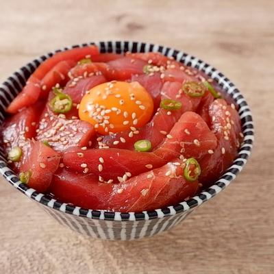 青唐辛子のピリ辛マグロユッケ丼