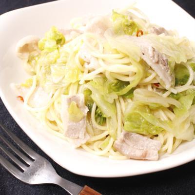 野菜を食べよう!レタスと豚バラのペペロンチーノ