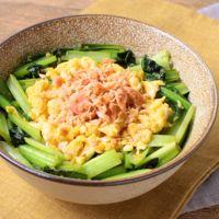 鮭と小松菜と卵で 三色丼