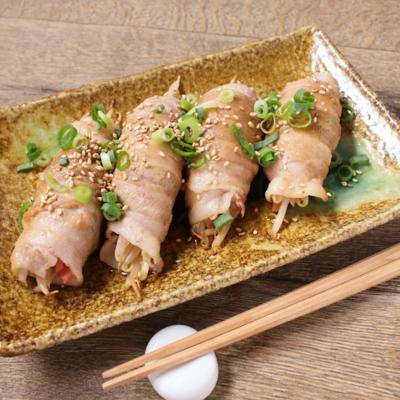 紅生姜がアクセント もやしの豚バラ肉巻き