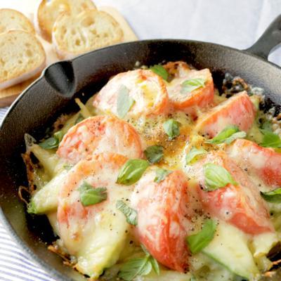 お洒落おつまみ アボカドとトマトのはちみつチーズ焼き