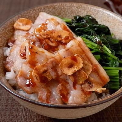ガッツリ豚バラほうれん草丼