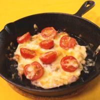 スキレットで作る 豚とトマトのチーズ焼き