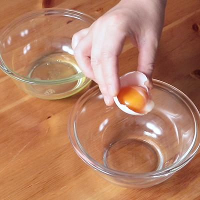 卵の黄身と白身の分け方