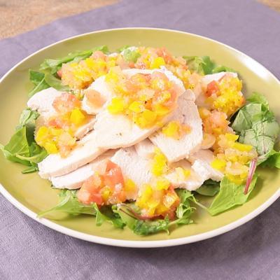 レンジで簡単 蒸し鶏のヴィナグレッチ風ソースがけ