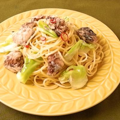サバの水煮缶とキャベツのペペロンチーノスパゲティ