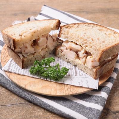お弁当に サラダチキンと粒マスタードのサンドイッチ
