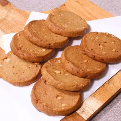 おやつにぴったり 黒糖ナッツクッキー