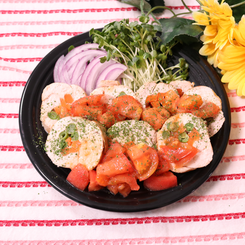 トマトソースが美味しい!鶏肉で作る簡単チキンロール
