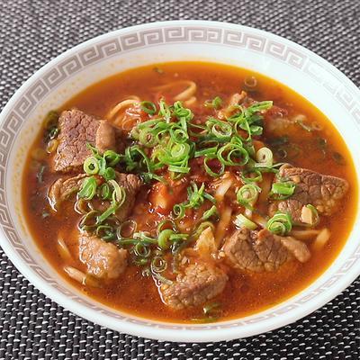 八角香る 牛肉のニューロー麺