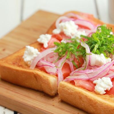 スモークサーモンマリネのオープントースト