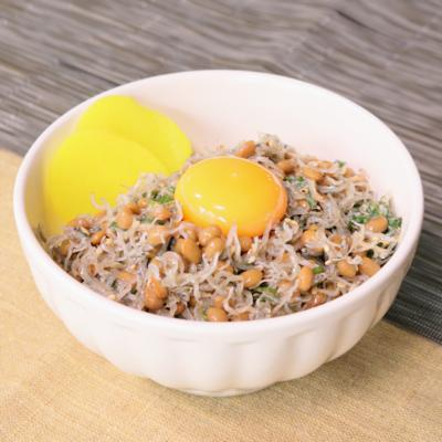 ねばっと美味しい!納豆じゃこどんぶり