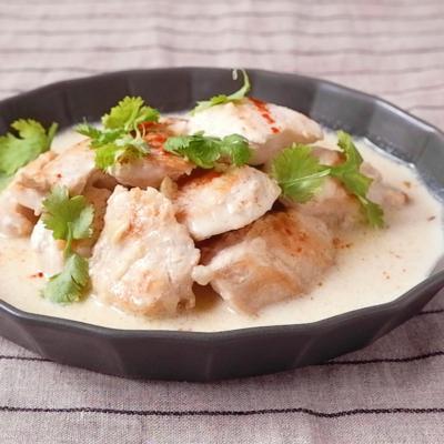 鶏むね肉の煮込み シュクメルリ風