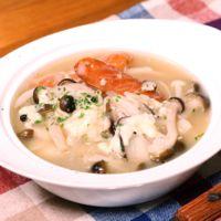 きのことソーセージのチーズスープ