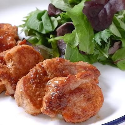 オニオンソースで 豚ヒレ肉のステーキ