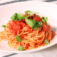 シンプルなのにリピートしちゃう!ニンニクとトマトのスパゲティ