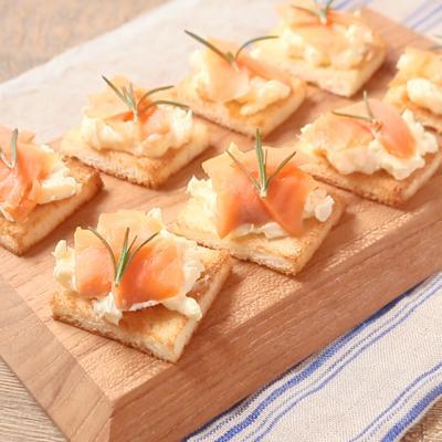サーモンとチーズクリームのおつまみトースト