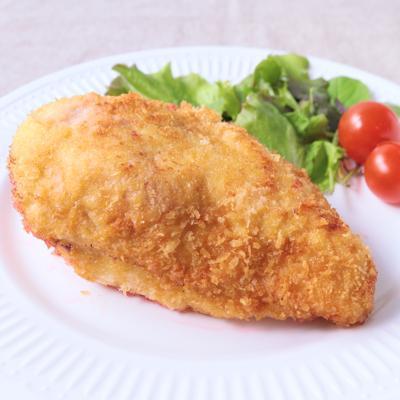 ビーツで 鶏むね肉のピンクシュニッツェル