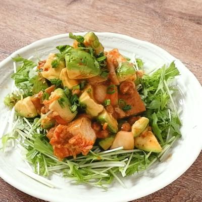 キムチで旨辛 厚揚げアボカド納豆サラダ
