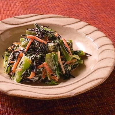 小松菜とひじきのマヨネーズ和え