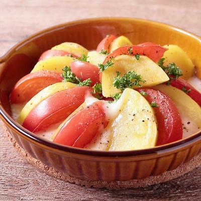 トマトとじゃがいものモッツァレラチーズ焼き