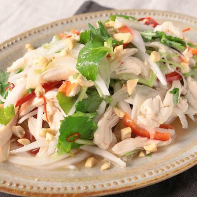 鶏肉と新玉ねぎのタイ風サラダ