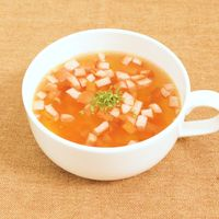 簡単 にんじんとソーセージのスープ