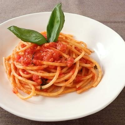 ブガティーニでトマトソース