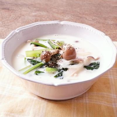 小松菜とハムの豆乳スープ