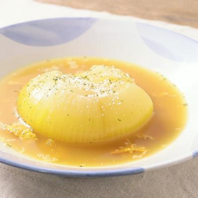 レンジで簡単 まるごと玉ねぎのカレースープ