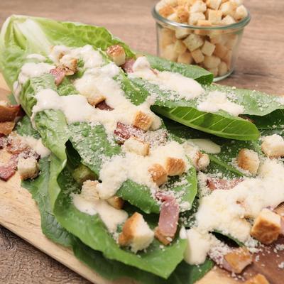 食パンクルトンで まるごとロメインレタスのシーザーサラダ