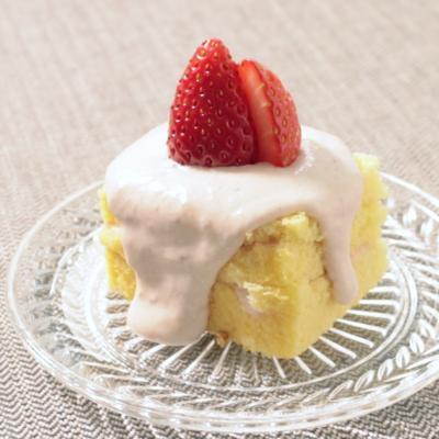 カステラで簡単クリスマスいちごケーキ