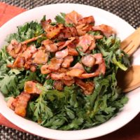 春菊とベーコンのわさび醤油サラダ