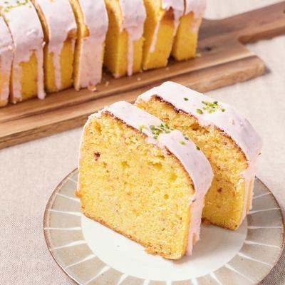 かわいい いちごのパウンドケーキ