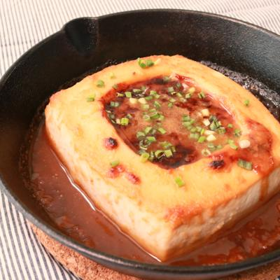 スキレットで作る くり抜き豆腐の味噌焼き
