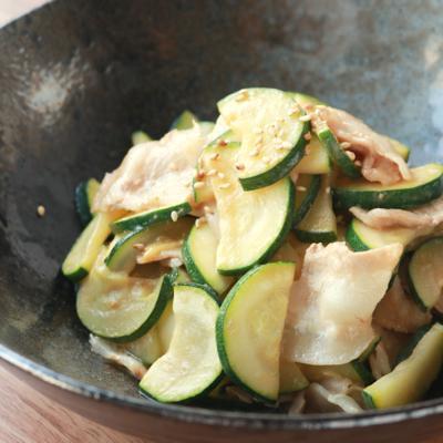 豚バラ肉とズッキーニのオイマヨ炒め