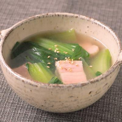 チンゲン菜とベーコンのとろとろ中華スープ