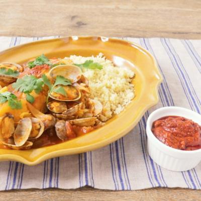 ハリッサ風味 魚介と野菜の煮込み クスクス添え