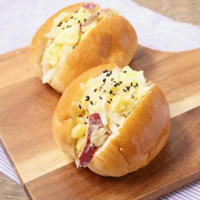 朝ごはんに さつまいもサラダロールパン