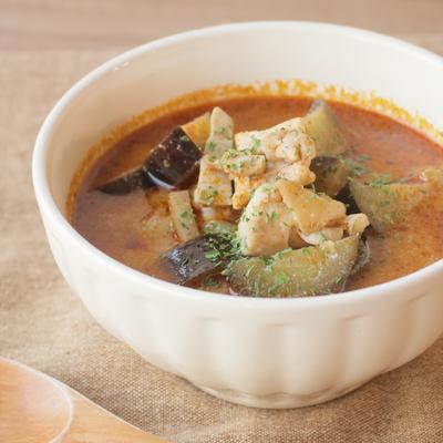 ナスと鶏肉のトムヤムスープ