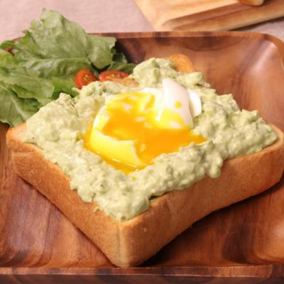 大満足 半熟卵とアボカドトースト