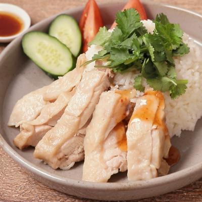 3種のソースでいただく シンガポールの海南鶏飯