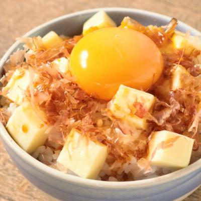 5分でできる おかかとチーズの卵かけご飯