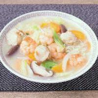 インスタント麺で作る 海鮮あんかけ風ラーメン